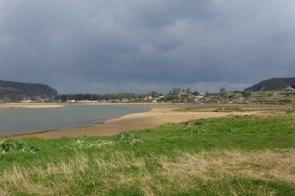Fluvial beach - Playa Miseugu on Ria de Villaviciosa