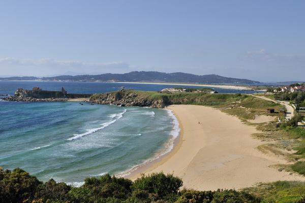 Praia de Foxos & A Lanzada beach at the far end
