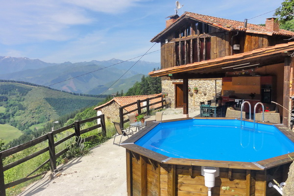 Villa with a pool in north Spain - Cantabria & Asturias