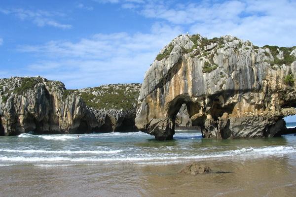 Playa Cuevas del Mar, near Ovio
